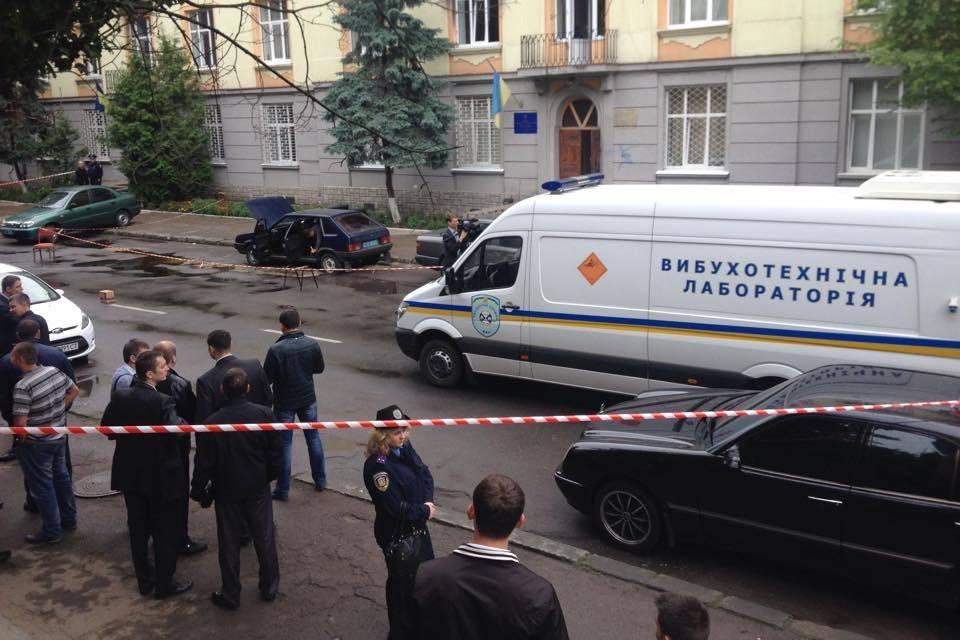 Во Львове возле пунктов милиции прогремели сразу два взрыва