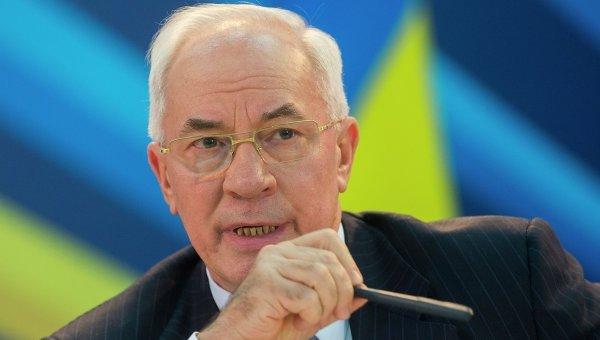 Украинцев зомбируют «убогими слоганами», — Азаров