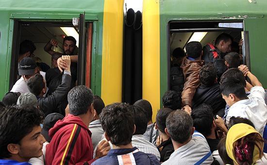 Мигранты взяли штурмом вокзал в Будапеште