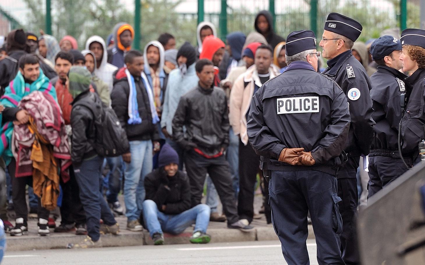 Европейские футбольные клубы помогут мигрантам финансами