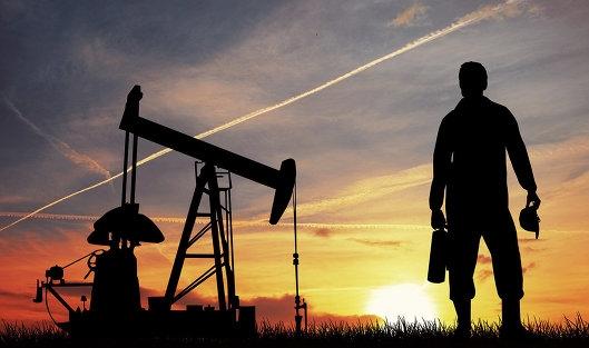 Цены на нефть колеблются на новостях из США