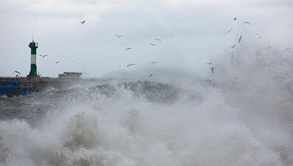 Керченская переправа остановила работу из-за шторма