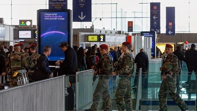 СМИ: Боевики ИГ готовили теракты в аэропорту и деловом квартале Парижа