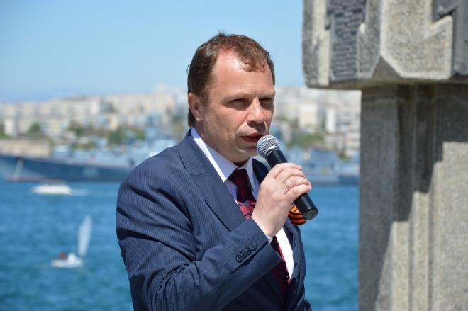 «Раз уж выбрали, будь добр, в обществе показаться», — севастопольские избиратели о Кулагине (видео)