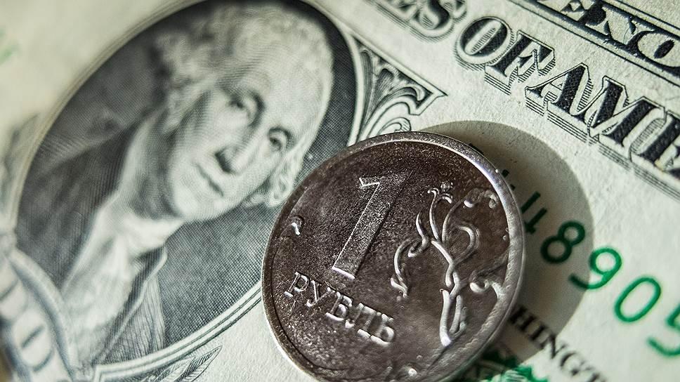 Рубль вплотную приблизился к историческому минимуму