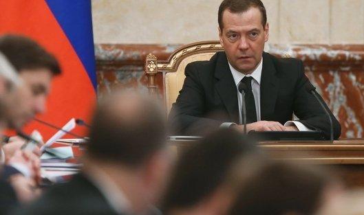 Медведев: санкции никто не отменит