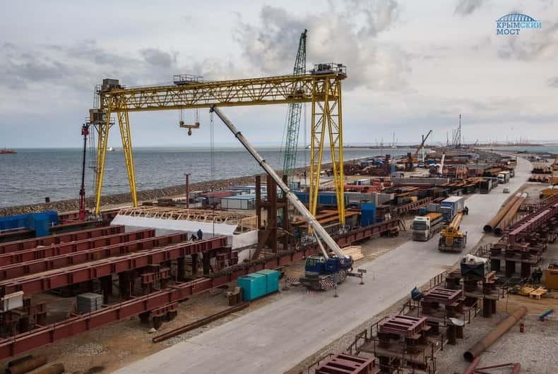 Мост в Крым строят с опережением графика