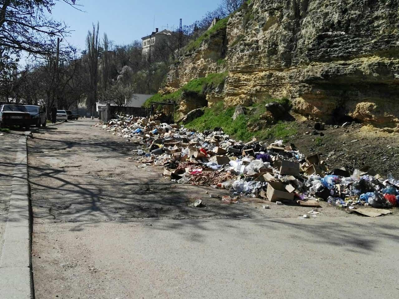 Телефонная пристань в Севастополе утопает в мусоре