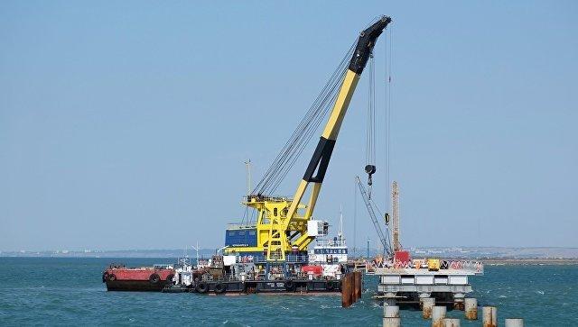 На Севморзаводе строят плавучий кран