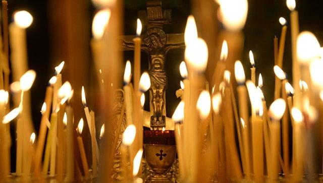 На Украине мужчина выломал дверь в храм, чтобы поставить свечку