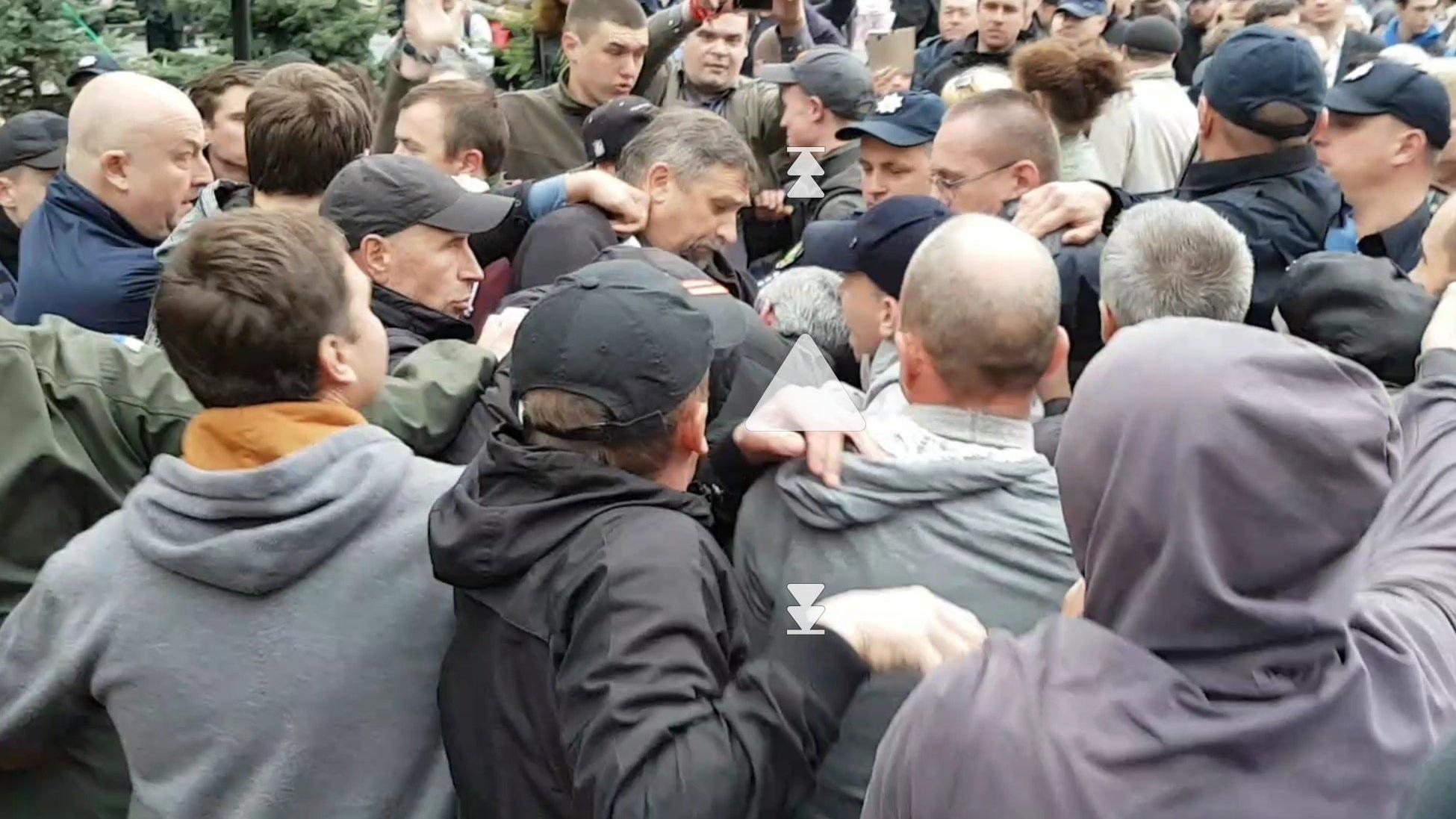 В Харькове радикалы напали на участников «Бессмертного полка»