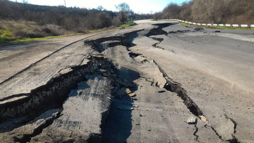 Стало известно, когда начнется ремонт оползневого участка дороги под Севастополем