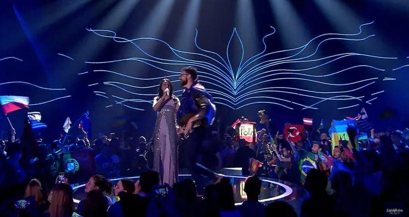 Окно в Европу: героем «Евровидения» стал зритель, раздевшийся на сцене