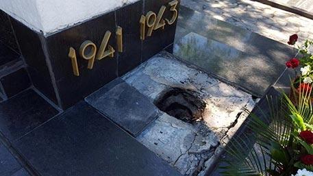 Вандалы изувечили памятник воинам-освободителям в Харькове