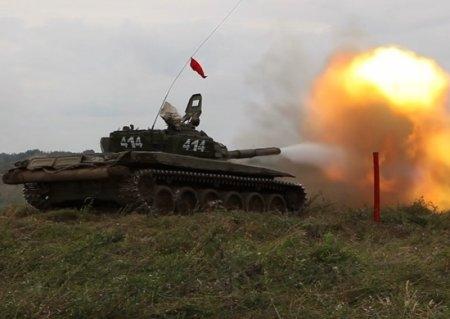 Под Симферополем отстрелялись танки