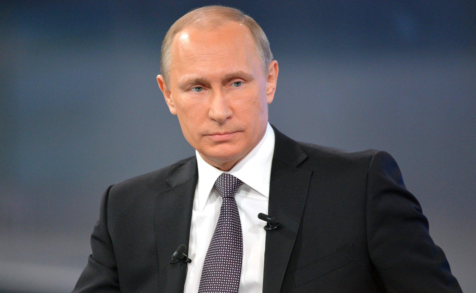 Путин назвал «придурками» украинских националистов, бегающих со свастиками