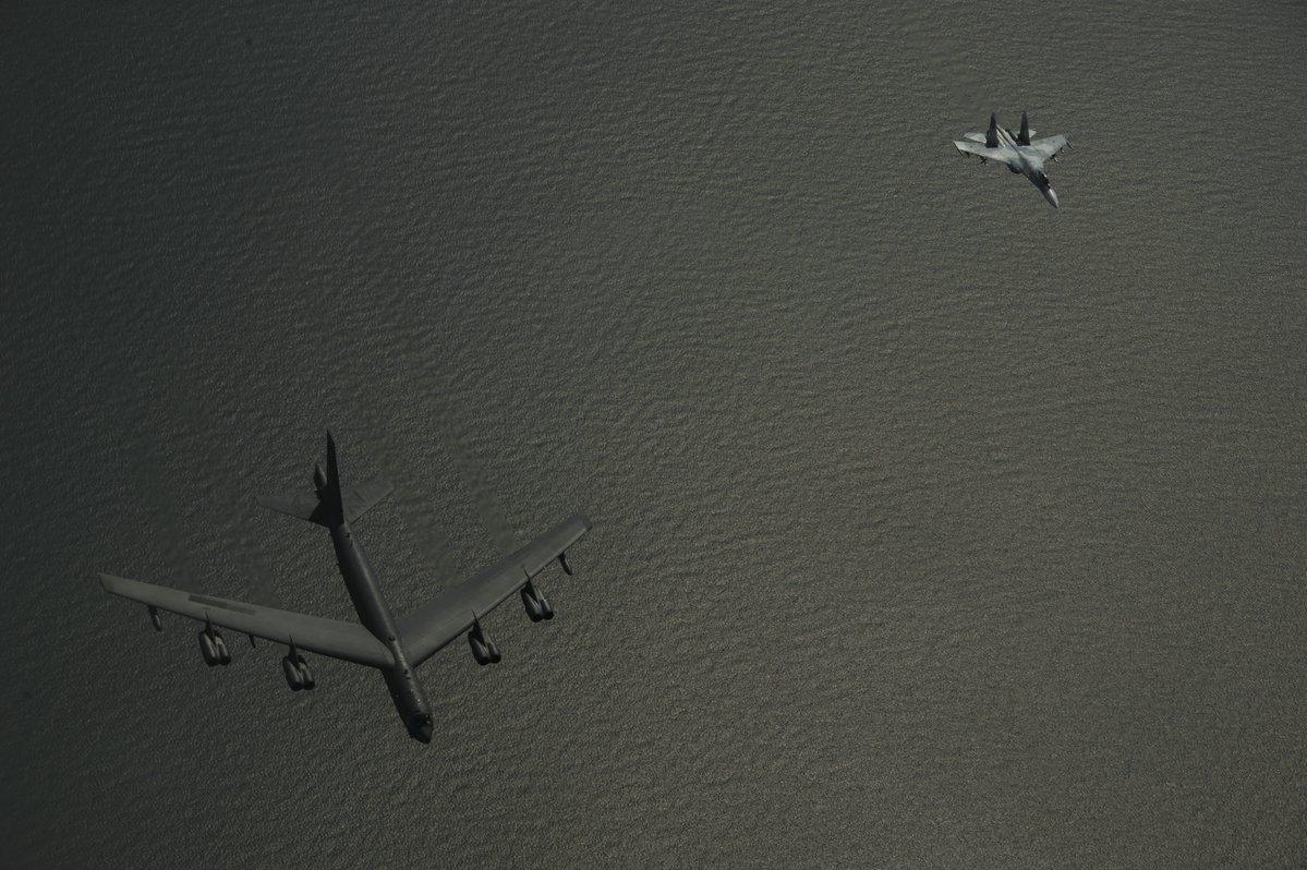 Пентагон показал кадры перехвата бомбардировщиков США российскими Су-27