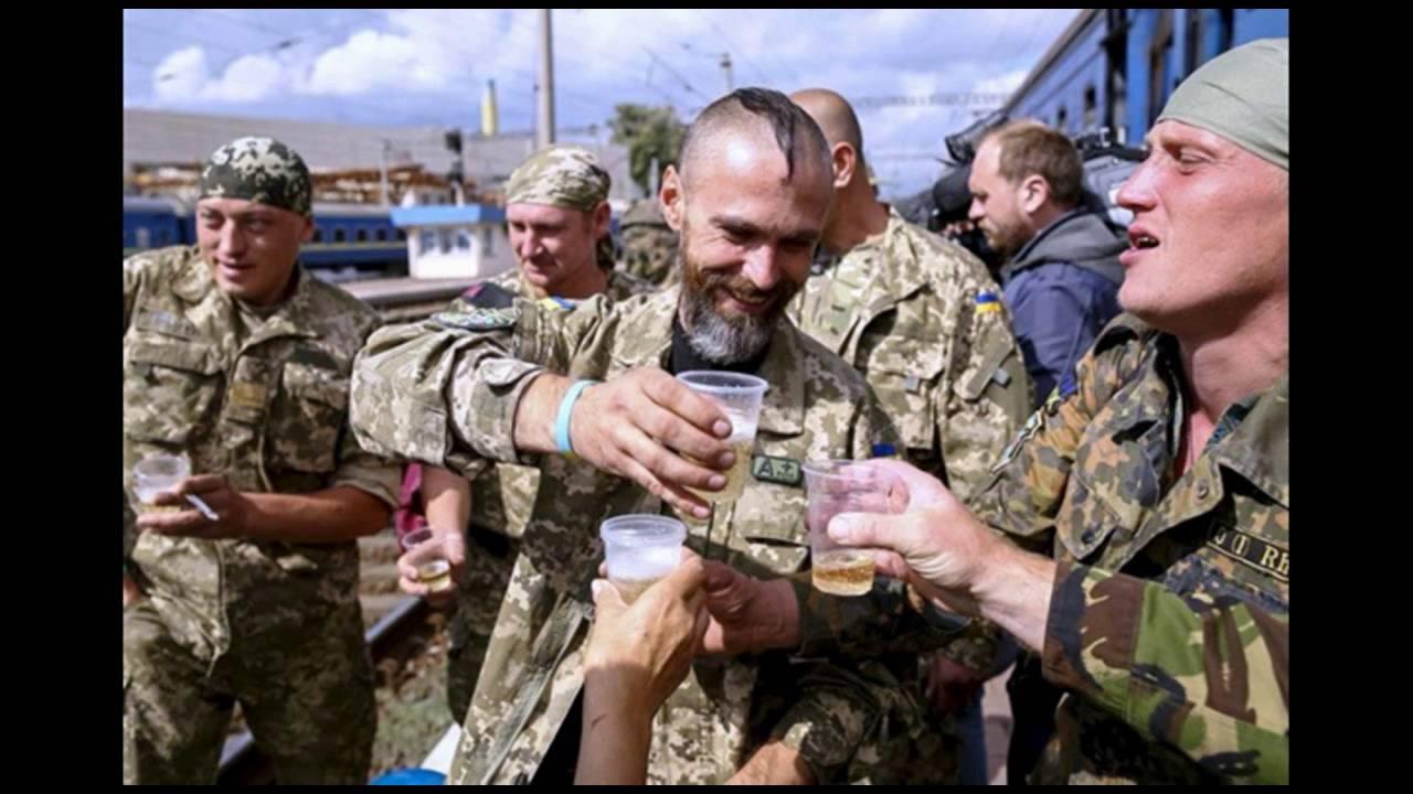 Украинские военные звонят на радио, чтобы прокричать: «Слава Украине»