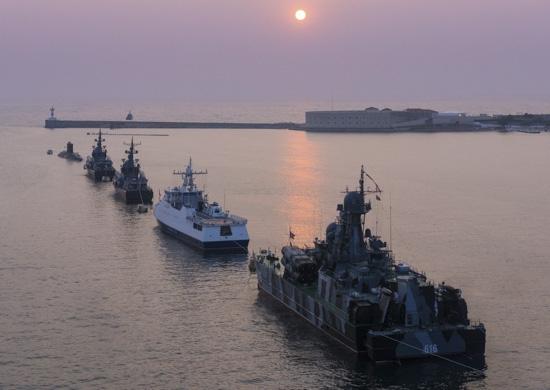 В Севастополе приступили к формированию парадного строя кораблей ко Дню ВМФ