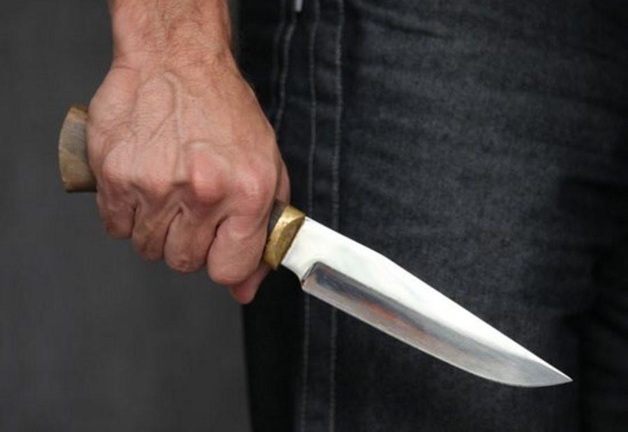 Севастополец набросился с ножом на родного брата