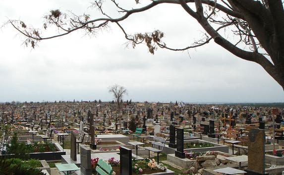 В Севастополе разрешили хоронить на закрытом ранее кладбище