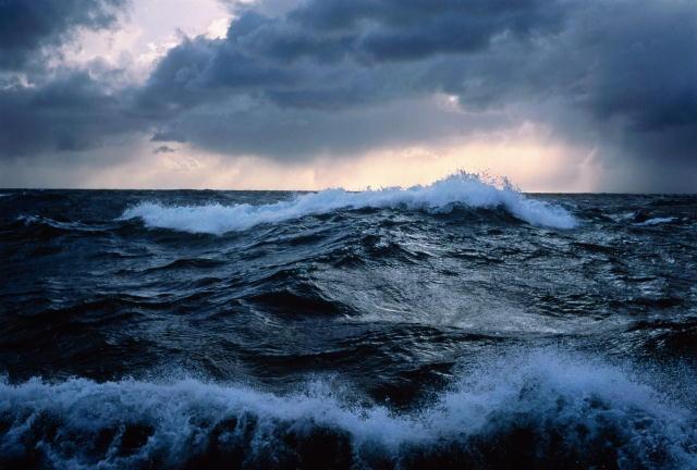 В Крыму сняли на видео тонущего в море мужчину, но не спасли