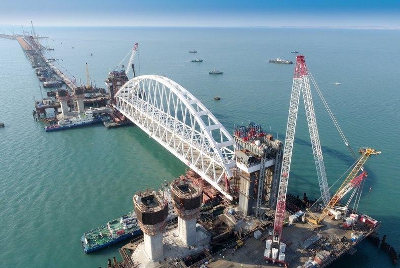 Во французской рекламе разглядели кадры со строительства моста в Крым