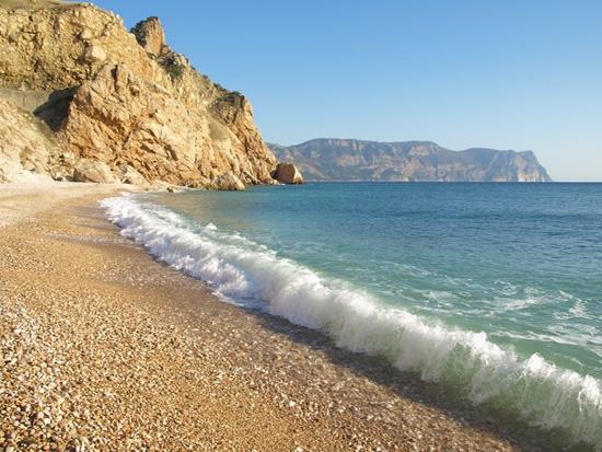 Севастопольцам вновь разрешили купаться на городских пляжах