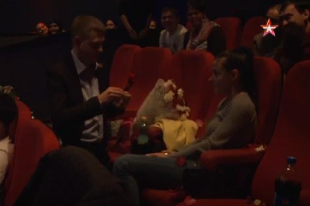 В Казани мужчина сделал предложение девушке на премьере фильма «Крым»