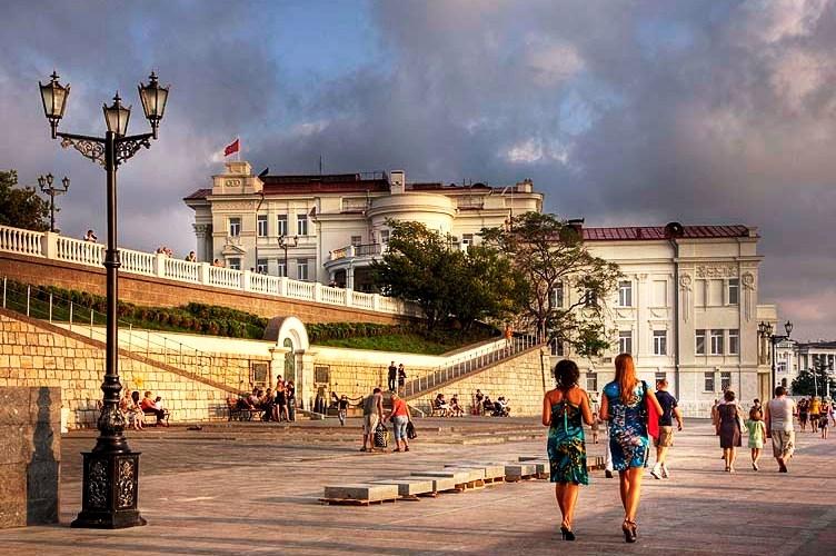 В Севастополе реконструируют набережную Корнилова и порядка десяти скверов