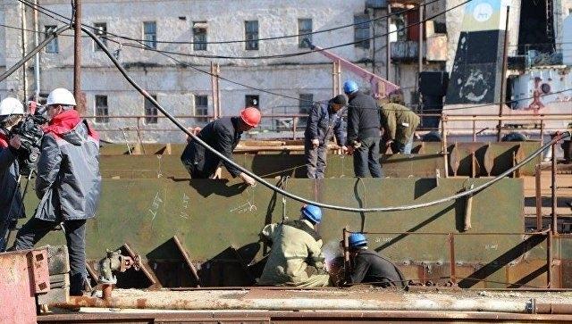 На «Севморзаводе» приступили к строительству первого со времен СССР плавкрана
