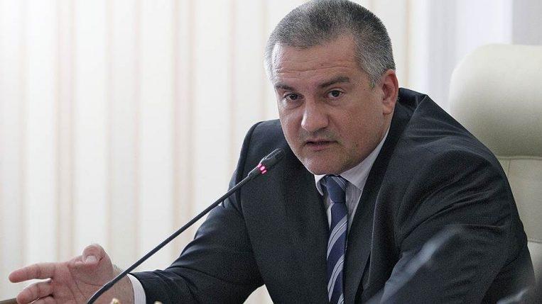 Аксенов пообещал приравнивать хамство чиновников к воровству