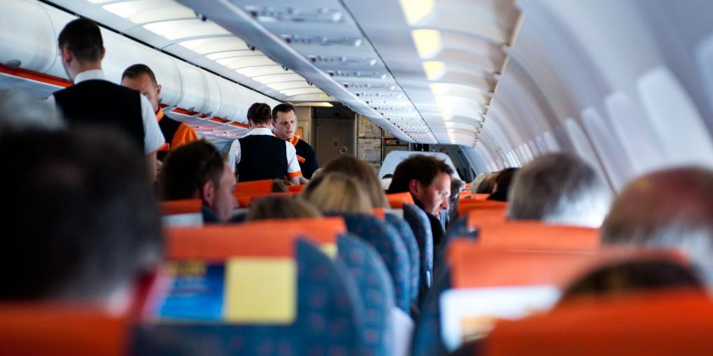 «Обслужи меня на украинском»: журналист устроил скандал и истерику на борту самолета