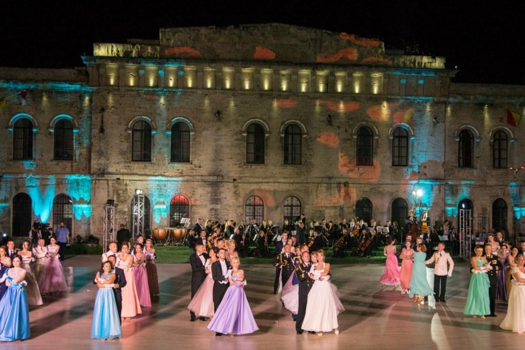 Создатели севастопольского офицерского бала организуют танцевальное шоу в Швейцарии