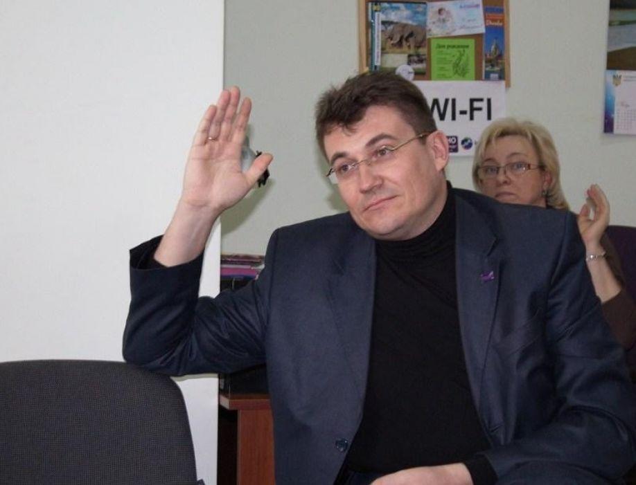 Правительство Севастополя изгоняет псевдообщественников