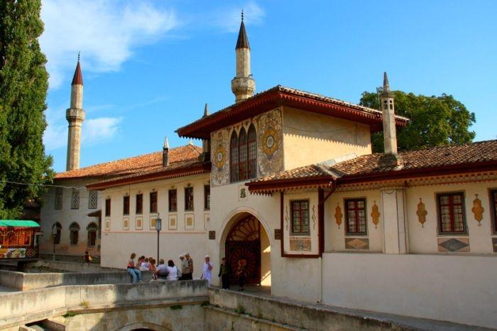 Украина возмущена реставрацией Ханского дворца в Бахчисарае