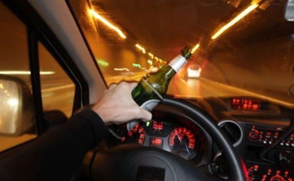Пьяный крымский водитель угнал чужую машину и повредил еще четыре