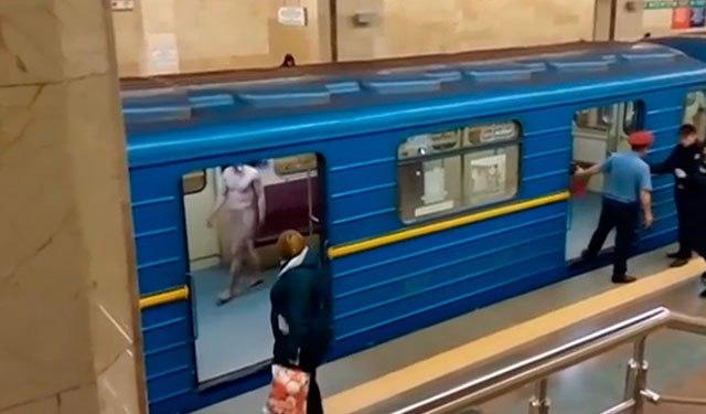 Голый мужчина пытался угнать метро в Киеве – ВИДЕО 18+