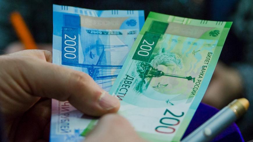 В Крым поступили новые банкноты номиналом 2000 рублей