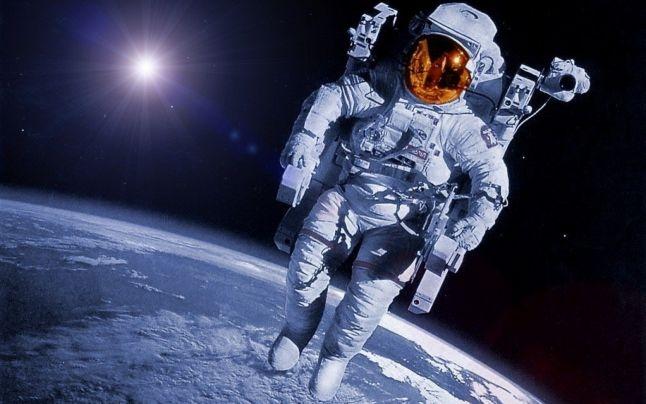 Роскосмос намерен развивать космический туризм