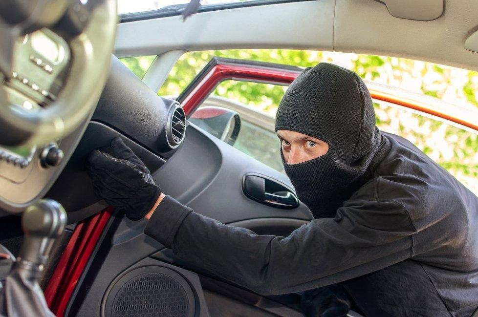 Группа бандитов похитила петербуржца на машине с крымскими номерами