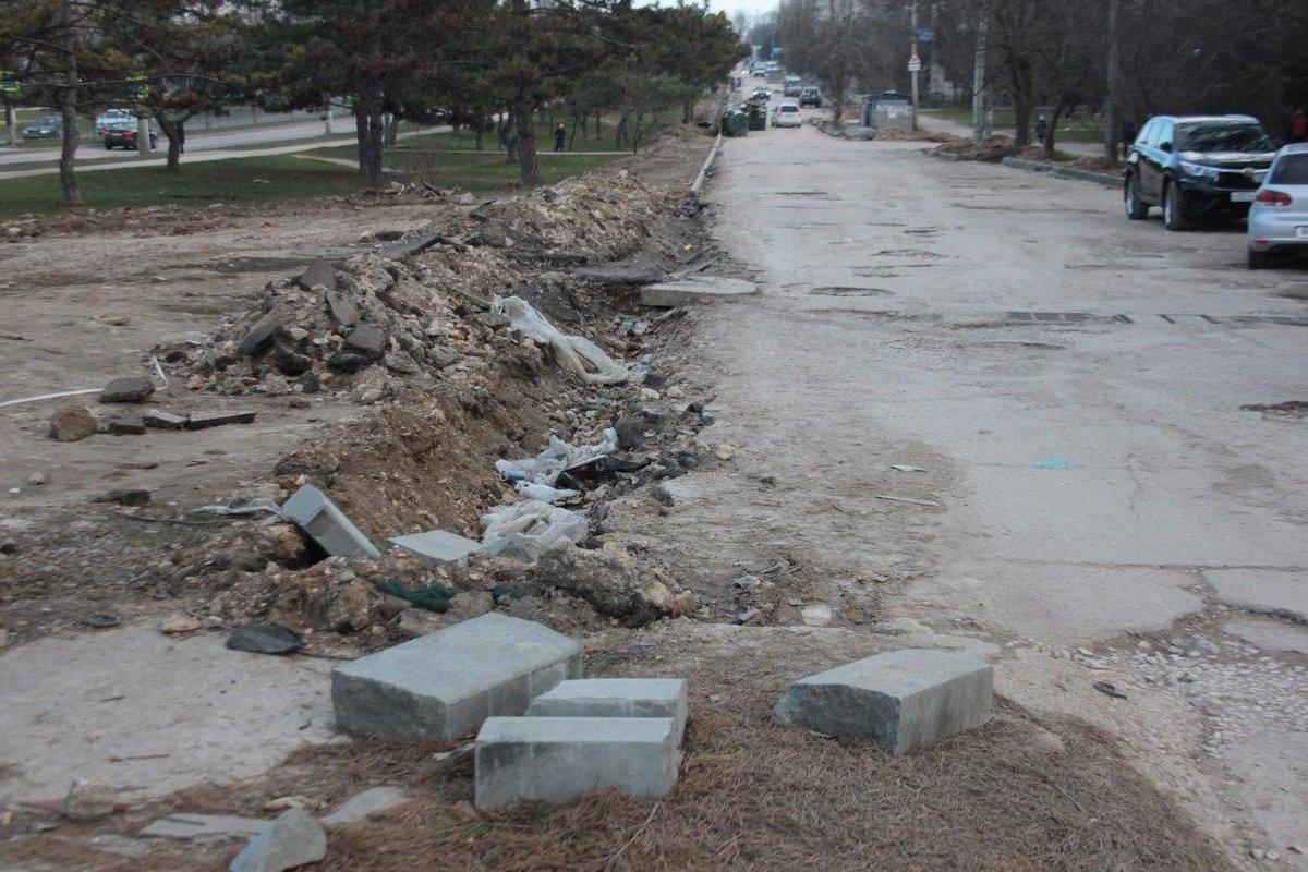 Затянувшийся ремонт дороги-дублера на Острякова: обещания так и останутся неисполненными?
