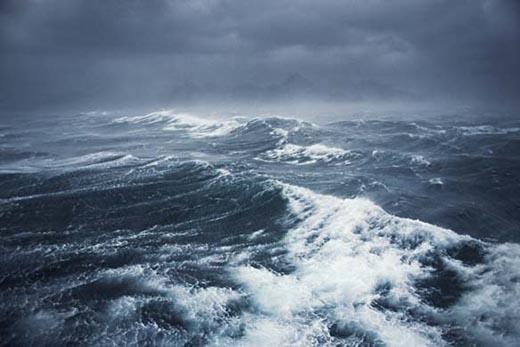 Крымские пограничники спасли от смерти двух моряков