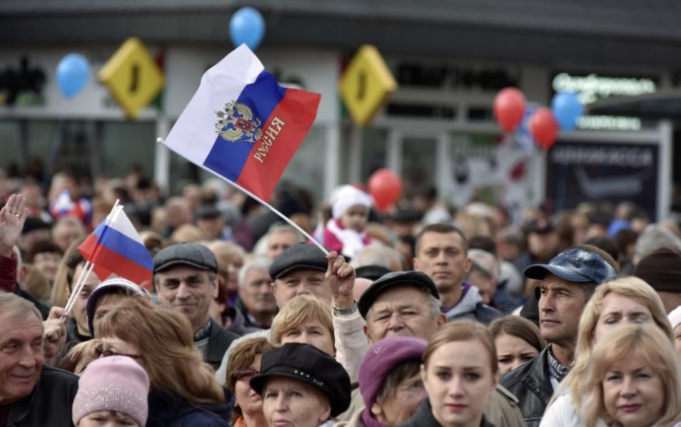 Большинство россиян довольны страной и личной жизнью