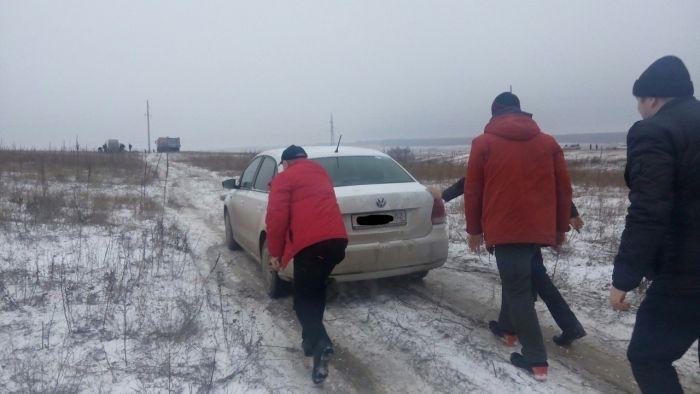 В массовых ДТП сегодняшним утром МЧС Крыма обвиняет автовладельцев