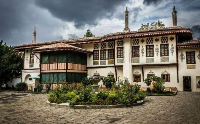 СМИ: полная реконструкция Ханского дворца может занять семь лет