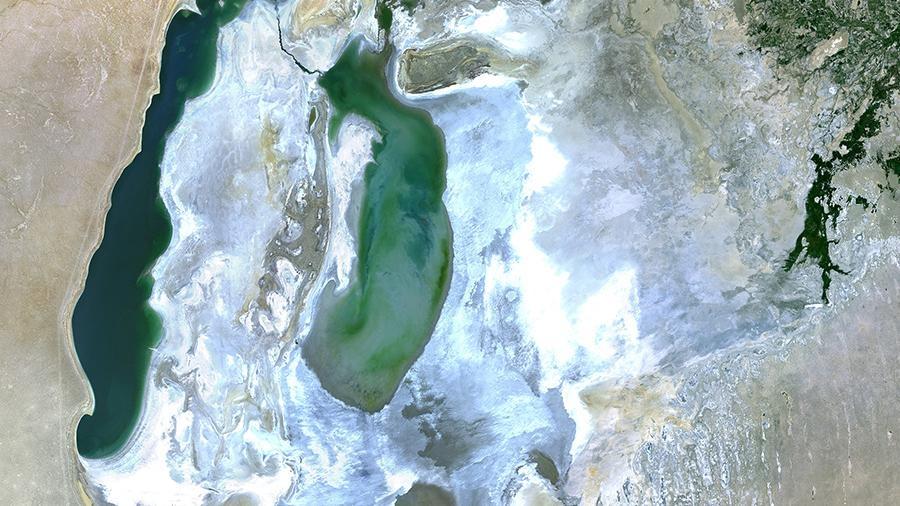Севастопольский космонавт Антон Шкаплеров показал фото «катастрофически высохшего» моря