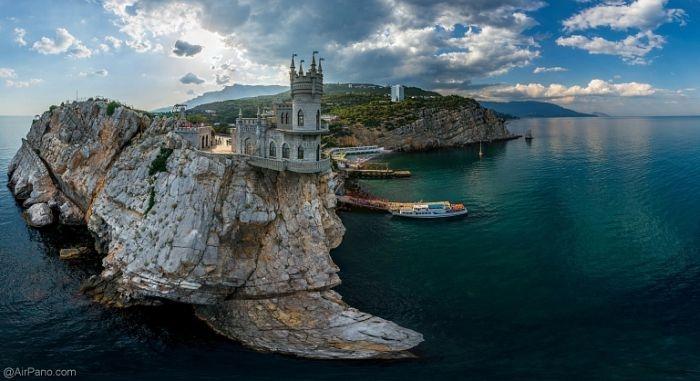 Аксенов рассказал, когда завершится ремонт Ласточкиного гнезда, Ханского дворца и Митридатской лестницы