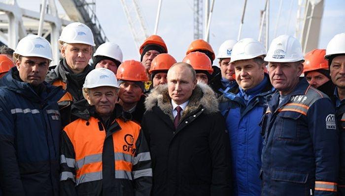 Путин посетил стройплощадку Крымского моста