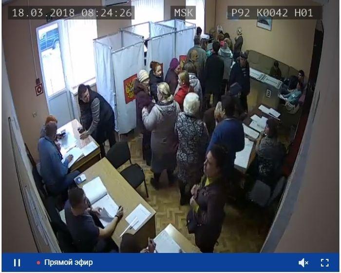 Севастопольцы массово идут на выборы: участки переполнены